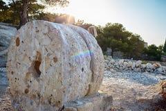 Oude molenstenen op vertoning in het kasteel van Alicante Santa Barbara Royalty-vrije Stock Afbeeldingen
