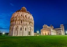 Oude monumenten in Pisa bij zonsondergang Royalty-vrije Stock Foto's