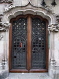 Oude mooie deur Stock Afbeeldingen