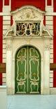 Oude mooie historische deur Royalty-vrije Stock Fotografie