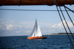 Oude mooie houten zeilboot Royalty-vrije Stock Foto's
