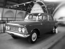 Oude moskvichauto Stock Afbeeldingen