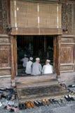 Oude Moslim Chinese mensen die in Xian Great Mosque in de stad van Xian bidden De Grote die Moskee, in het centrum van de stad wo stock afbeeldingen