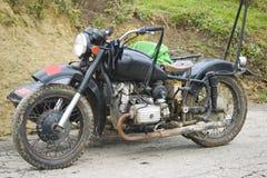 Oude motorfiets met zijspan stock foto's