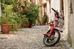 Oude motorfiets in Rhodos, Griekenland Royalty-vrije Stock Afbeeldingen