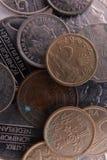 Oude muntstukken Spaanse peseta's en Nederlandse guldens Royalty-vrije Stock Afbeelding