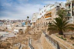 Oude muren en huizen in Medina Tanger, Marokko Stock Foto's