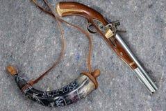 Oude musket & poederhoorn Royalty-vrije Stock Fotografie