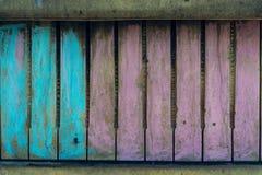 Oude muur die op een pianotoetsenbord lijken dat, met krijt wordt geschilderd royalty-vrije stock afbeeldingen