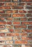Oude muur die van rode bakstenen wordt gemaakt Royalty-vrije Stock Foto