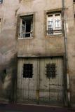 Oude muur en deuren Royalty-vrije Stock Foto's