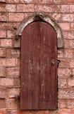 Oude muur met een deur Royalty-vrije Stock Foto's