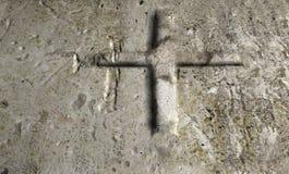 Oude Muur met Kruis Stock Afbeeldingen