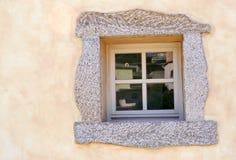 Oude muur met venster Stock Afbeelding