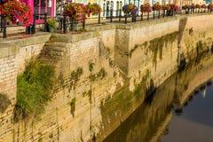 Oude muur van centraal kanaal in Bridgwater Royalty-vrije Stock Fotografie
