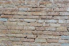 Oude muur van rode baksteen stock afbeelding