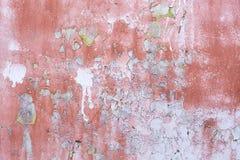 Oude muuroppervlakte Donkerrode verf Donkere vlekken Stock Foto's