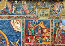 Oude Muurschilderingfresko in Roemenië stock afbeeldingen