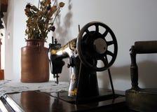 Oude naaimachine. Stock Afbeelding