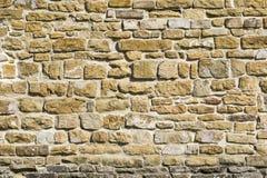 Oude natuursteenmuur, achtergrond, textuur of patroon Rustieke textuur Muur met bakstenen van Italiaanse stenen stock afbeeldingen