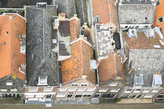 Oude Nederlandse huizen in Delft royalty-vrije stock afbeeldingen