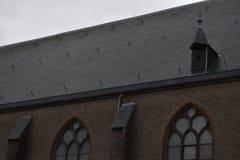 Oude Nederlandse kerk in een klein dorp royalty-vrije stock foto