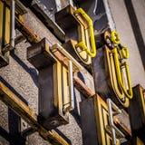 Oude neon 3d buiten reclamebrieven Royalty-vrije Stock Foto