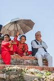 Oude Nepalese Mensen die op Indra Jatra Festival in Katmandu letten stock foto