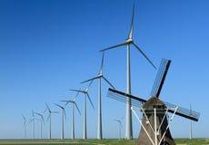 Oude & nieuwe windpower Royalty-vrije Stock Foto
