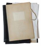 Oude omslag met stapel documenten Stock Afbeelding