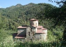 Oude orthodoxe kerk in de bergen Stock Afbeelding