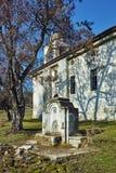 Oude Orthodoxe kerk dichtbij het graf van Yane Sandanski dichtbij Rozhen-Klooster, Bulgarije stock fotografie