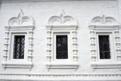 Oude orthodoxe kerkvensters Het Kremlin in Kolomna, Rusland Stock Foto