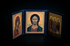 Oude orthodoxe schilderijen in een Griekse Kerk op zwarte achtergrond royalty-vrije stock fotografie