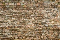 Oude oude muur die van steen wordt gemaakt Royalty-vrije Stock Fotografie