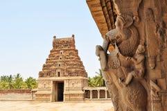 Oude overwoekerde ruïnes van Hampi, Karnataka, India stock afbeelding