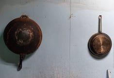 Oude pan in de keuken royalty-vrije stock afbeelding