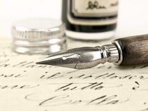 Oude pen en retro kalligrafie. royalty-vrije stock afbeeldingen