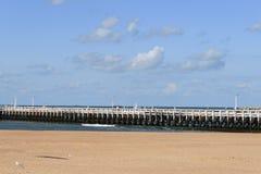 Oude pijler op de Belgische kust in Oostende Royalty-vrije Stock Foto's
