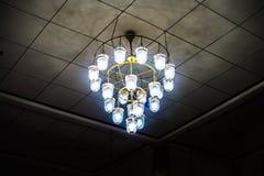 Oude plafond lichte lantaarn in de donkere ruimte Stock Fotografie