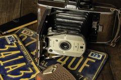 Oude Polaroid- Camera en Transistorradio stock fotografie
