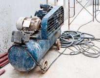 Oude pompcompressor Royalty-vrije Stock Foto's