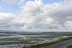 Oude Poolbeg-elektrische centraleschoorstenen dublin ierland stock foto's