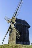 Oude Poolse windmolen in Lednogora Stock Foto