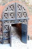Oude poort aan het kasteel royalty-vrije stock afbeeldingen