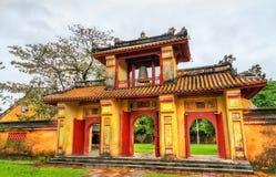 Oude poort bij de Verboden Stad in Tint, Vietnam royalty-vrije stock afbeeldingen