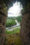 Oude poort met riviermening en landschap, Mrauk-u Myanmar royalty-vrije stock fotografie