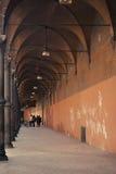 Oude portieken in Bologna in Italië royalty-vrije stock foto
