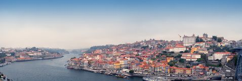 Oude Porto stad en Ribeira over Douro-rivier van Vila Nova de Gaia, Portugal Royalty-vrije Stock Foto