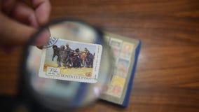 Oude postzegel op de lijst stock footage